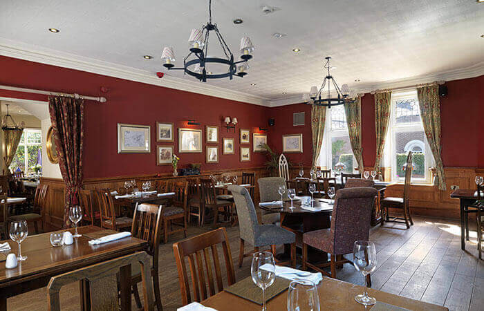 Gastro pub with rooms cheshire the royal oak for Best private dining rooms cheshire
